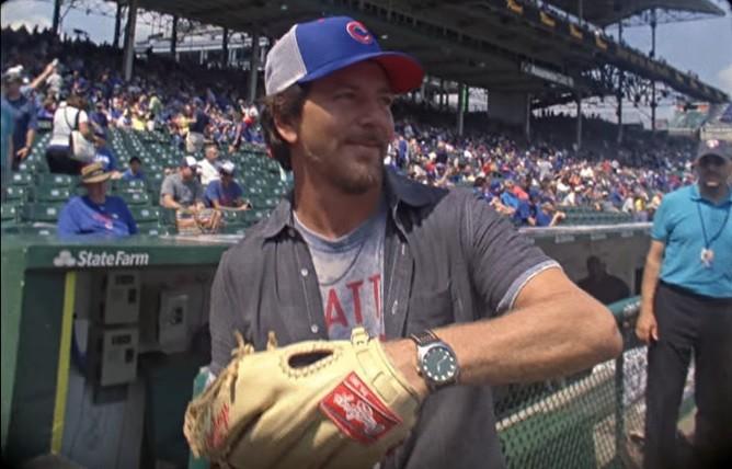 Eddie Vedder  apaixonado por beisebol e pelo Chicago Cubs, que conquistou primeiro ttulo aps show do cantor no estdio (Foto: Reproduo)