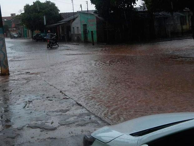 Cidade de Itabela alaga com chuva forte (Foto: Welisvelton Cabral/CliC101)