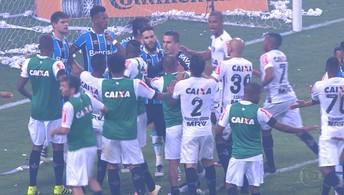 Briga entre Erazo e Kannemann, no fim do jogo entre Galo e Grêmio, vai parar no STJD