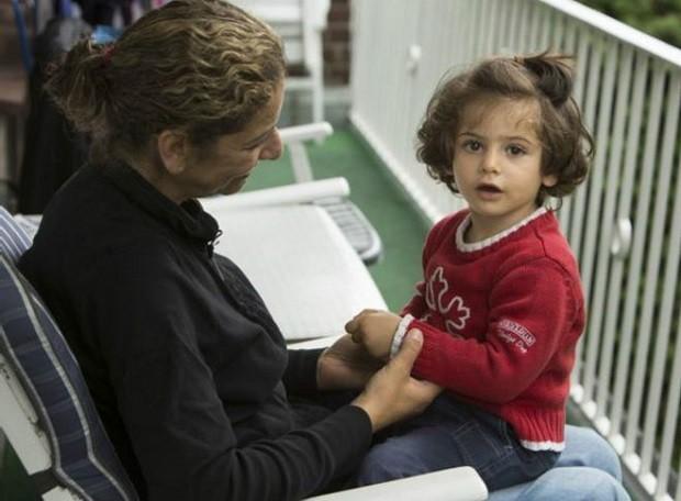Zizit e a filha, Maya, ficaram 20 dias separadas (Foto: BBC)