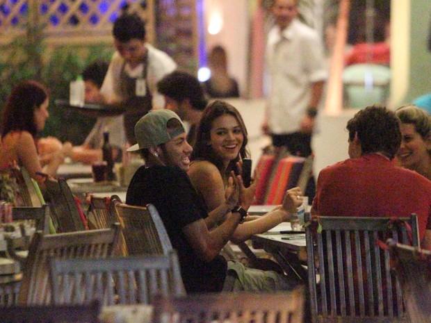 Bruna Marquezine e Neymar em restaurante na Zona Oeste do Rio (Foto: Dilson Silva/ Ag. News)