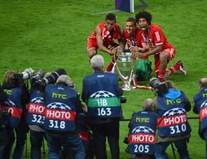 Dante Rafinha Luiz Guastavo Bayern de Munique Campeão (Foto: AFP)