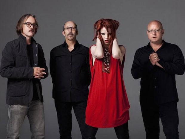 Os integrantes da banda americana Garbage (a partir da esquerda): Butch Vig (baterista), Duke Erikson (baixista, tecladista e guitarrista), Shirley Manson (vocalista) e Steve Marker (guitarrista e tecladista) (Foto: Divulgação)