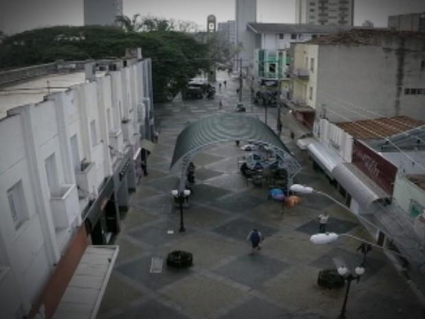 Imagem área da rua mais famosa de Bauru, a Batista de Carvalho  (Foto: Reprodução / TV TEM)