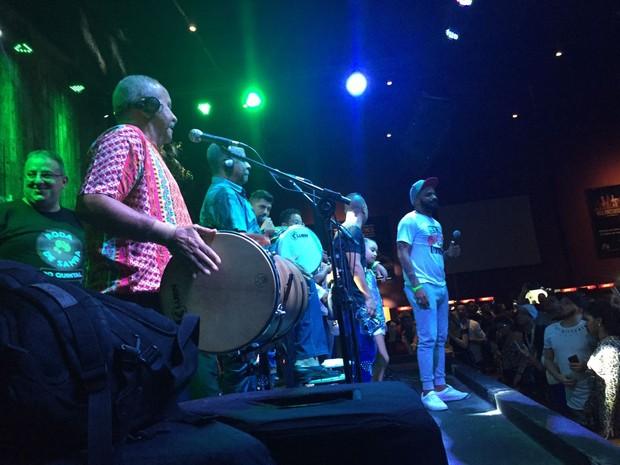 Arlindinho no show com o Fundo de Quintal (Foto: Divulgação/Arlindinho)