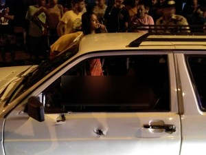 Carro foi alvejado na quadra 303 Norte (Foto: Divulgação)