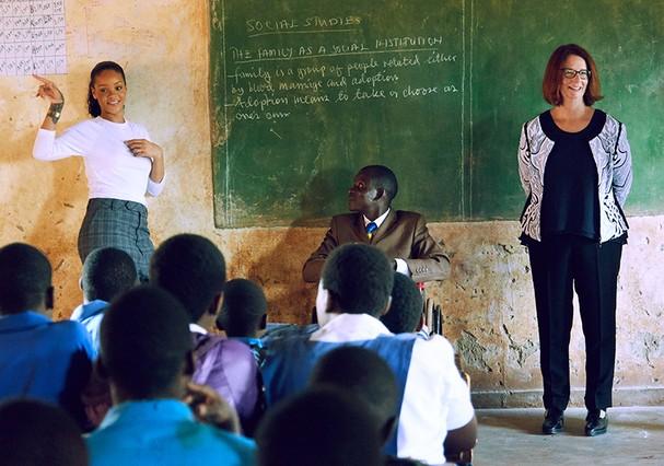 Rihanna viaja pelo mundo lutando pela educação infantil com sua Clara Lionel Foundation (Foto: Instagram/Reprodução)