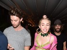 Um grude só! Miley Cyrus vai com Patrick Schwarzenegger a festa