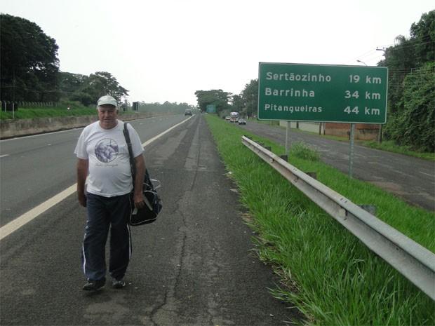 Antonio Pereira diz ter cruzado o Brasil para agradecer cura do câncer (Foto: Rodolfo Tiengo/G1)