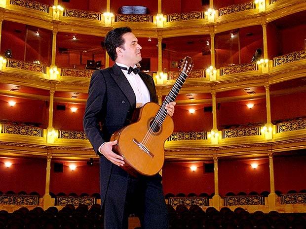 O violonista espanhol Maurício Díaz, que se apresenta no Instituto Cervantes de Brasília neste sábado (5) (Foto: Françoise Catrin/Divulgação)