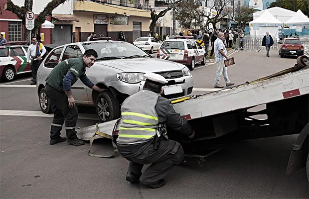 Carros são apreendidos em Curitiba (PR) (Foto: Jaelson Lucas/ SMCS/ Fotos Públicas)