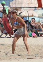 Ela não sai da praia! Veja os looks de Fernanda Lima