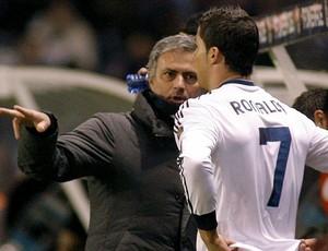 Mourinho fala com Cristiano Ronaldo, Deportivo La Coruna x Real Madrid (Foto: EFE)