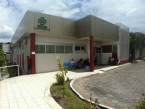 Menina está internada em estado grave em pronto socorro infantil. (Foto: Marcos Dantas / G1)