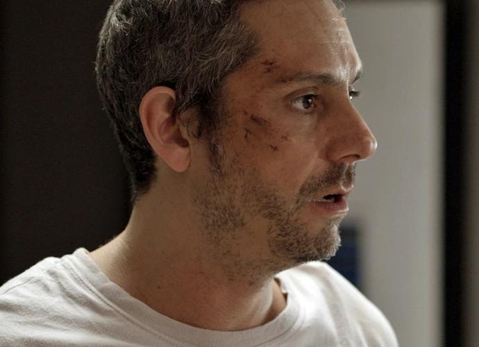 Romero fica surpreso com sua descoberta (Foto: TV Globo)