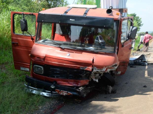Motorista do caminhão não ficou ferido (Foto: Júlio Leite/ Arquivo pessoal)