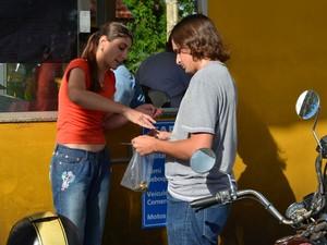 Operadora do pedágio devolve troco para R$ 50 de tarifa a R$ 0,75 em Araraquara, SP (Foto: Felipe Turioni/G1)