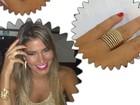 Ex-BBB Adriana ganha aliança de noivado de Rodrigão