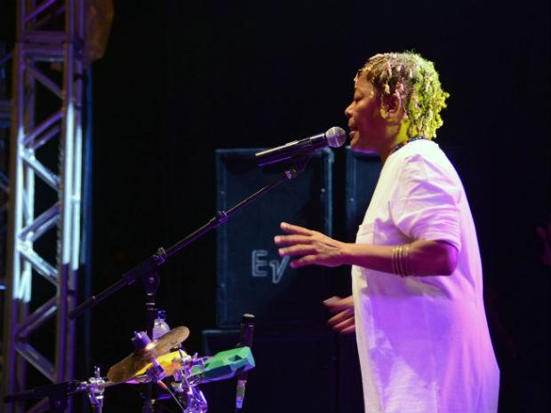 Cantora Mart'nália encerrou a Virada Cultural com o show 'Misturado' (Foto: Emerson Ferraz)