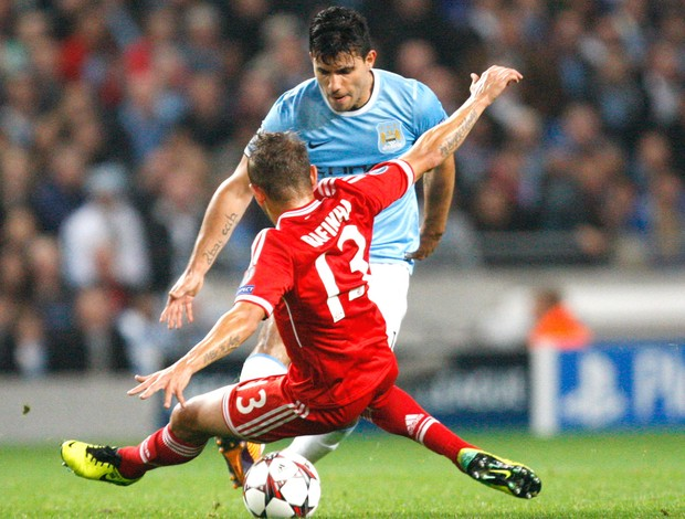 Sergio Aguero jogo Manchester City e Bayern de Munique (Foto: AP)
