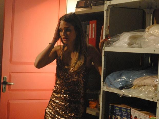 Fatinha fica desesperada ao se dar conta que está sem teto de novo (Foto: Malhação / Tv Globo)