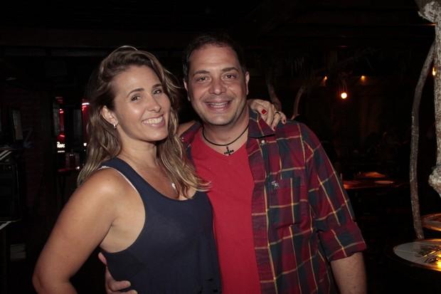 Andréia Sorvetão e o marido, Conrado, em festa em restaurante na Zona Oeste do Rio (Foto: Isac Luz/ EGO)