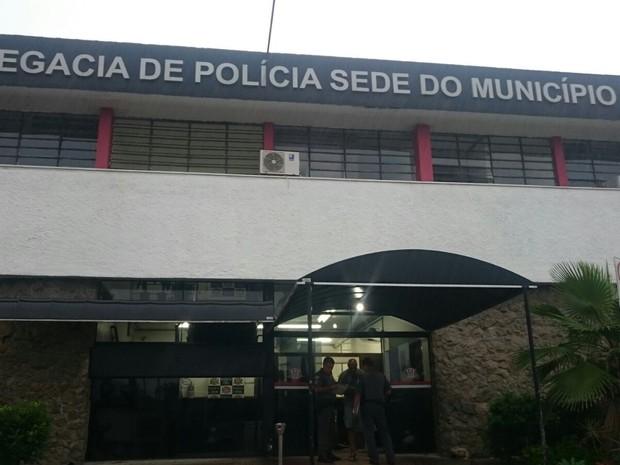 Pai atirou várias vezes contra o filho após discussão em Praia Grande (SP) (Foto: Guilherme Lucio da Rocha / G1)