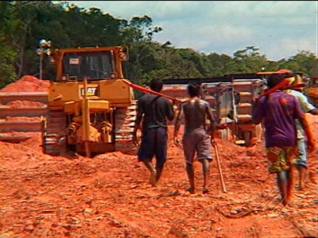 Índios desocupam canteiro de obras de Belo Monte (Foto: Reprodução / TV Liberal)