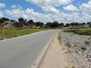 Pista do Ramal Externo da Copa ainda precisa ser concluída no acesso ao TI Camaragibe (Foto: Marina Barbosa / G1)