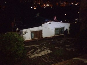 Casas também foram destelhadas em Herval D'Oeste (Foto: Eduardo Cristofoli/RBS TV)
