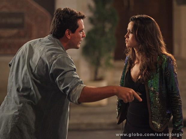 Théo vê Morena se prostituindo e avisa que está tudo terminado (Foto: Salve Jorge/TV Globo)