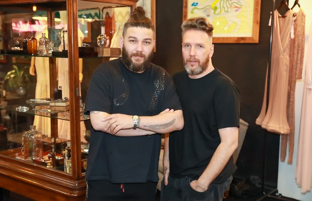 Fabio Souza e Alexandre Herchcovitch (Foto: Ali Karakas)