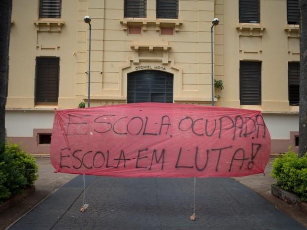 Escola Otoniel Mota é ocupada por estudantes em Ribeirão Preto, SP (Foto: Mastrângelo Reino/Jornal A Cidade)