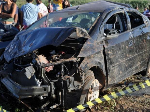 Acidente aconteceu na BR-406 na madrugada deste domingo (24) (Foto: Josivan Dantas/Blog Guamaré em Dia)