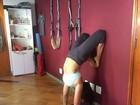 Suzana Alves faz yoga e exibe corpo em forma sete meses após dar à luz