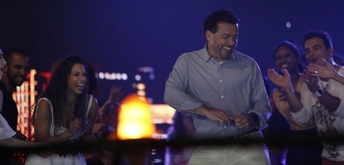 Fernando Rocha exibe a irreverência de sempre na pista de dança (Foto: Raphael Dias / Gshow)