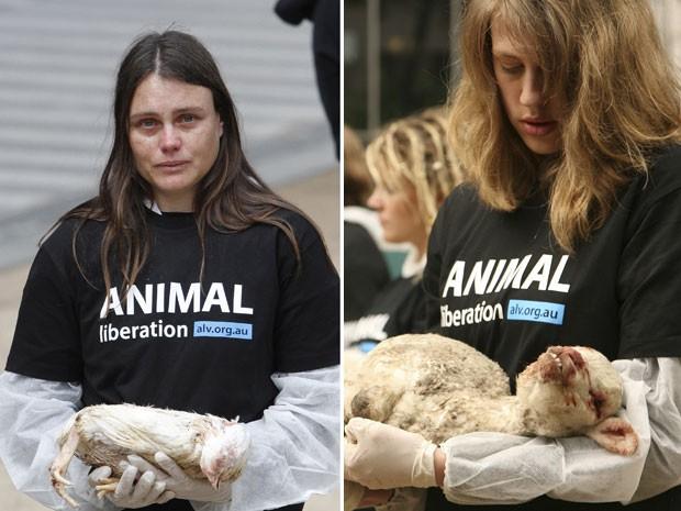 Manifestantes se emocionam com os animais mortos (Foto: AFP/Animal Liberation Victoria)