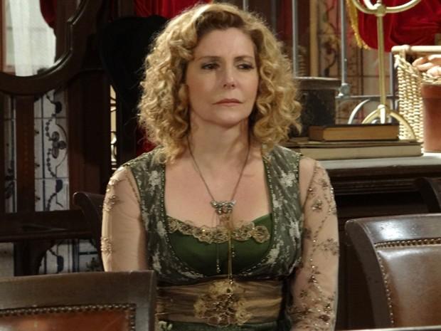 A atriz fica arrasada com o término (Foto: Lado a Lado/TV Globo)