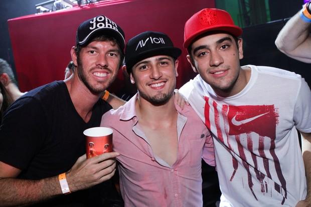 Diego Aguiar, Daniel Rocha e Miguel Romulo na festa M.I.S.S.A. (Foto: Raphael Mesquita/ Foto Rio News)