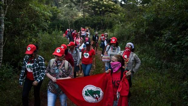 Mulheres do MST ocupam Fazenda de Eike Batista (Foto: Reprodução/Facebook)