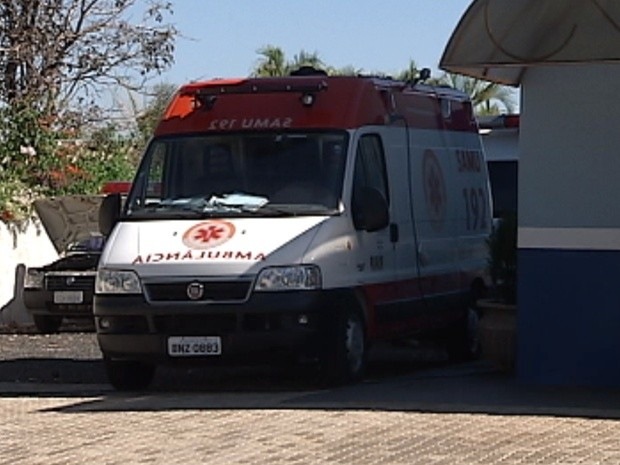 Ambul&#226;ncia do Samu est&#225; parada nas cidades de Jos&#233; Bonif&#225;cio e Ic&#233;m (Foto: Reprodu&#231;&#227;o / TV Tem)