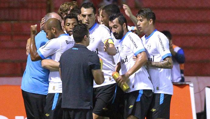 Comemoração do Grêmio contra o Passo Fundo (Foto: Itamar Aguiar / Estadão Contéudo)