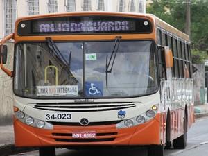 Ônibus Anjo da Guarda circula pela Praça Deodoro, em São Luís (Foto: Biaman Prado / O Estado)