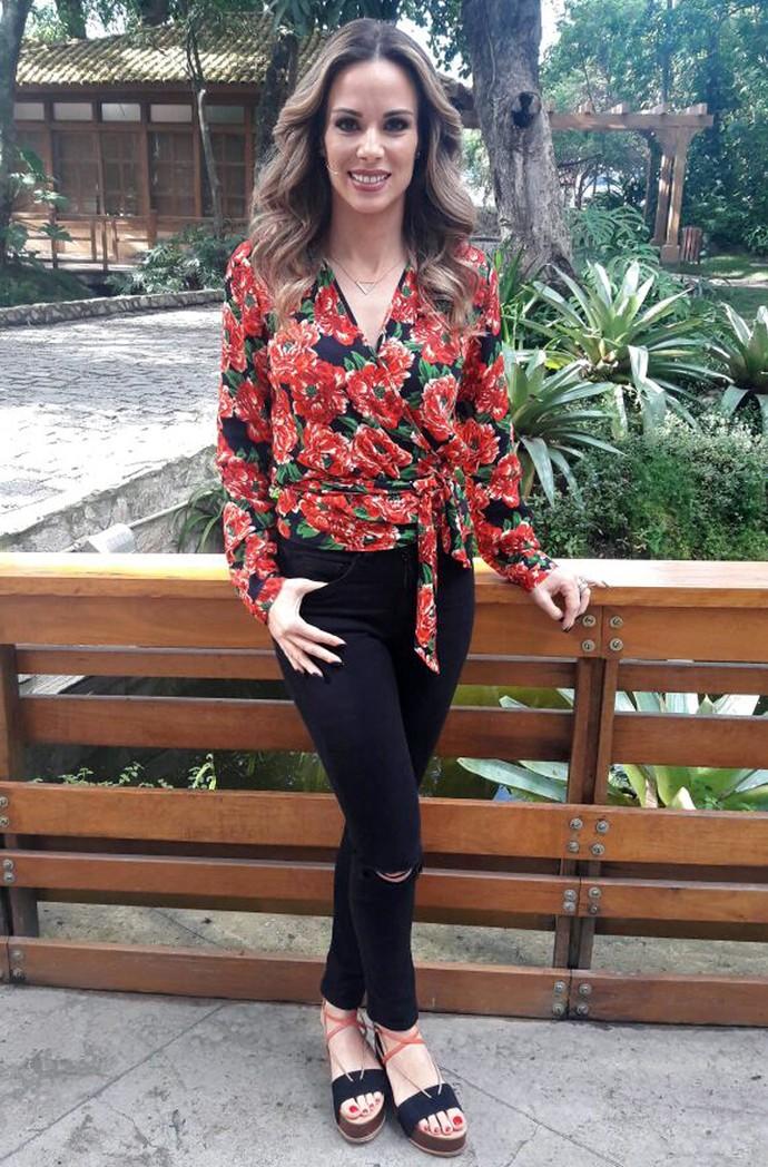 Antenada na moda, Ana Furtado aposta em look floral, tendência para 2017 (Foto: Larissa Moggi/Gshow)
