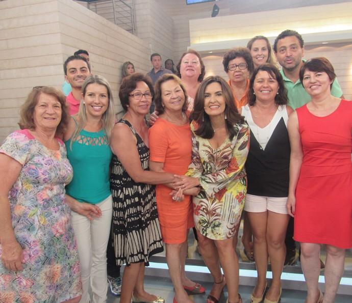 Fátima posa para foto com a plateia (Foto: Priscilla Massena/Gshow)