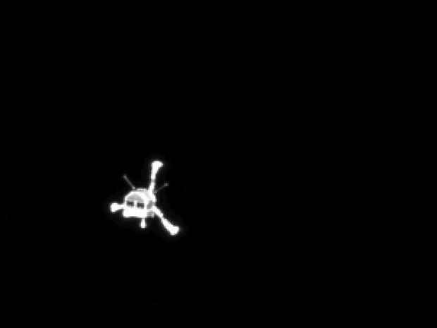 12/11 - Imagem feita pela sonda Rosetta mostra o módulo espacial Philae seguindo em direção ao cometa 67P/Churyumov-Gerasimenko (Foto: ESA/Rosetta/Philae/CIVA/Reuters)