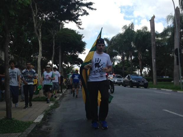 Começa caminhada de São Paulo até o Congresso Nacional, em Brasília, organizada pelo Movimento Brasil Livre para pedir impeachment de Dilma. (Foto: Roney Domingos/G1)