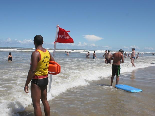Turistas argentinos foram resgatados na praia de Capão da Canoa (Foto: Sargento Lurdes Seibert/Comunicação Social BM)