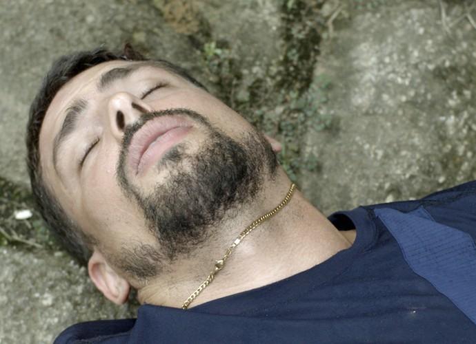 Juliano é agredido por bandidos (Foto: TV Globo)