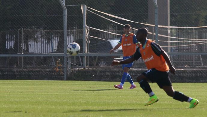 Lincoln se destaca em treino com profissionais (Foto: Diego Guichard )